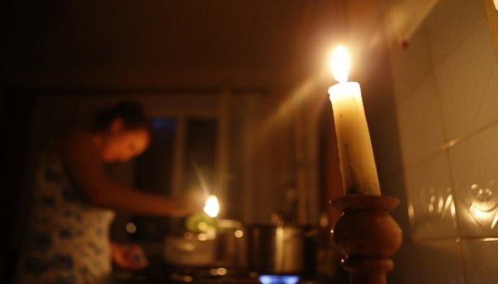 Жители сразу нескольких улиц Астрахани сидят без света вторые сутки