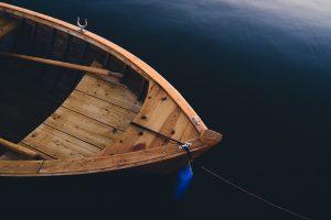 Семейная прогулка на моторной лодке закончилась смертью ребенка