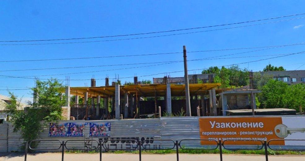 В Астрахани незаконно строят даже многоэтажки