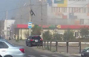 На улице Бакинская горит магазин