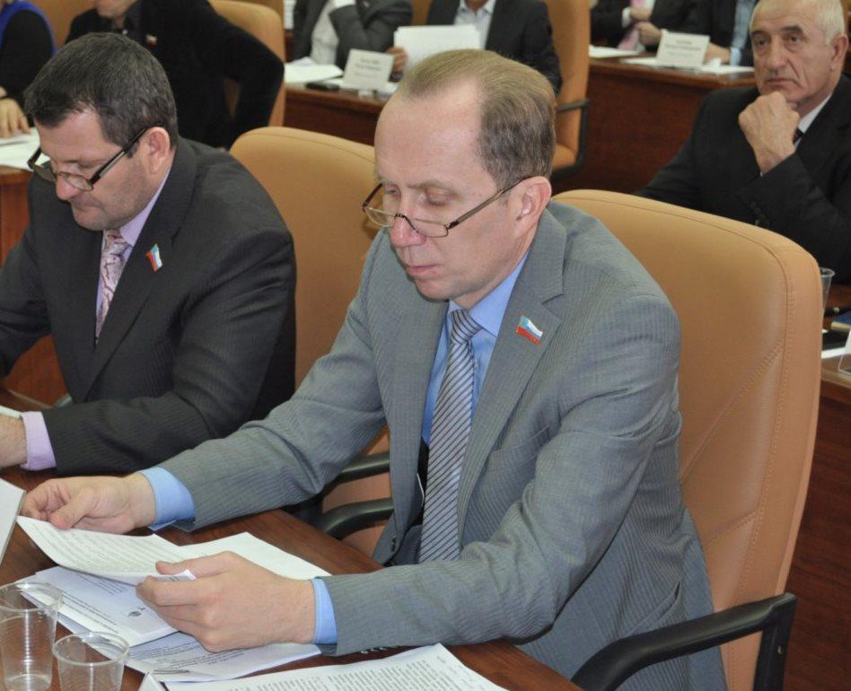 Депутат из Астрахани требует разобраться с негативными интернет-комментариями о себе