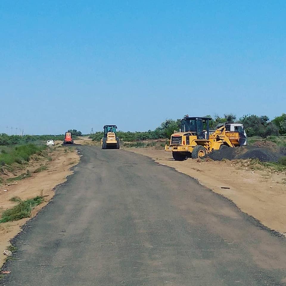 Астраханский предприниматель сам строит дорогу в Камызякском районе