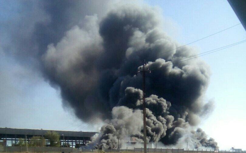 Пожар на заброшенном заводе под Астраханью тушили до утра