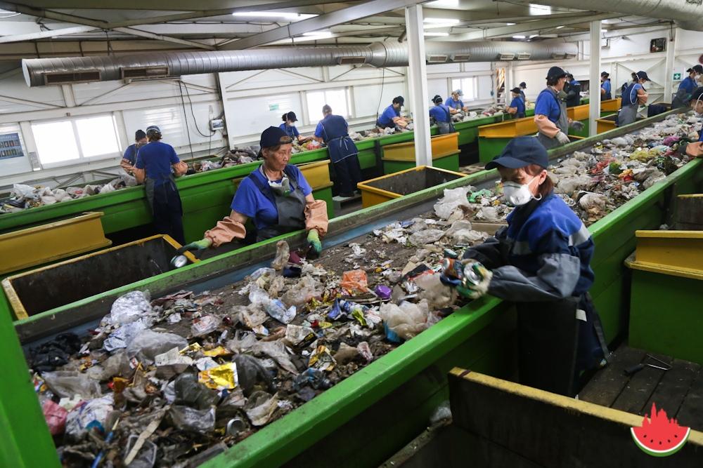 Как в Астраханской области сортируют мусор