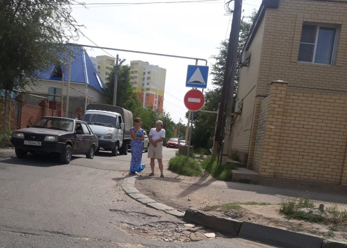 На дороге к жилому комплексу «Времена года» снова появился «кирпич»