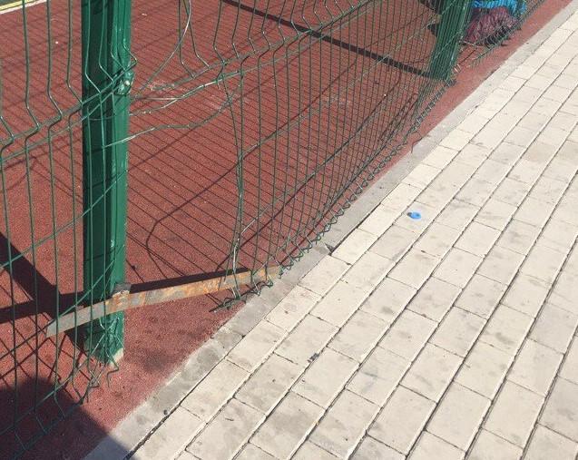 Некачественная спортивная площадка калечит астраханцев