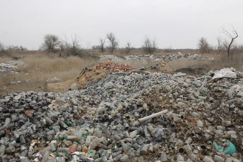 Под Астраханью активисты нашли крупную свалку