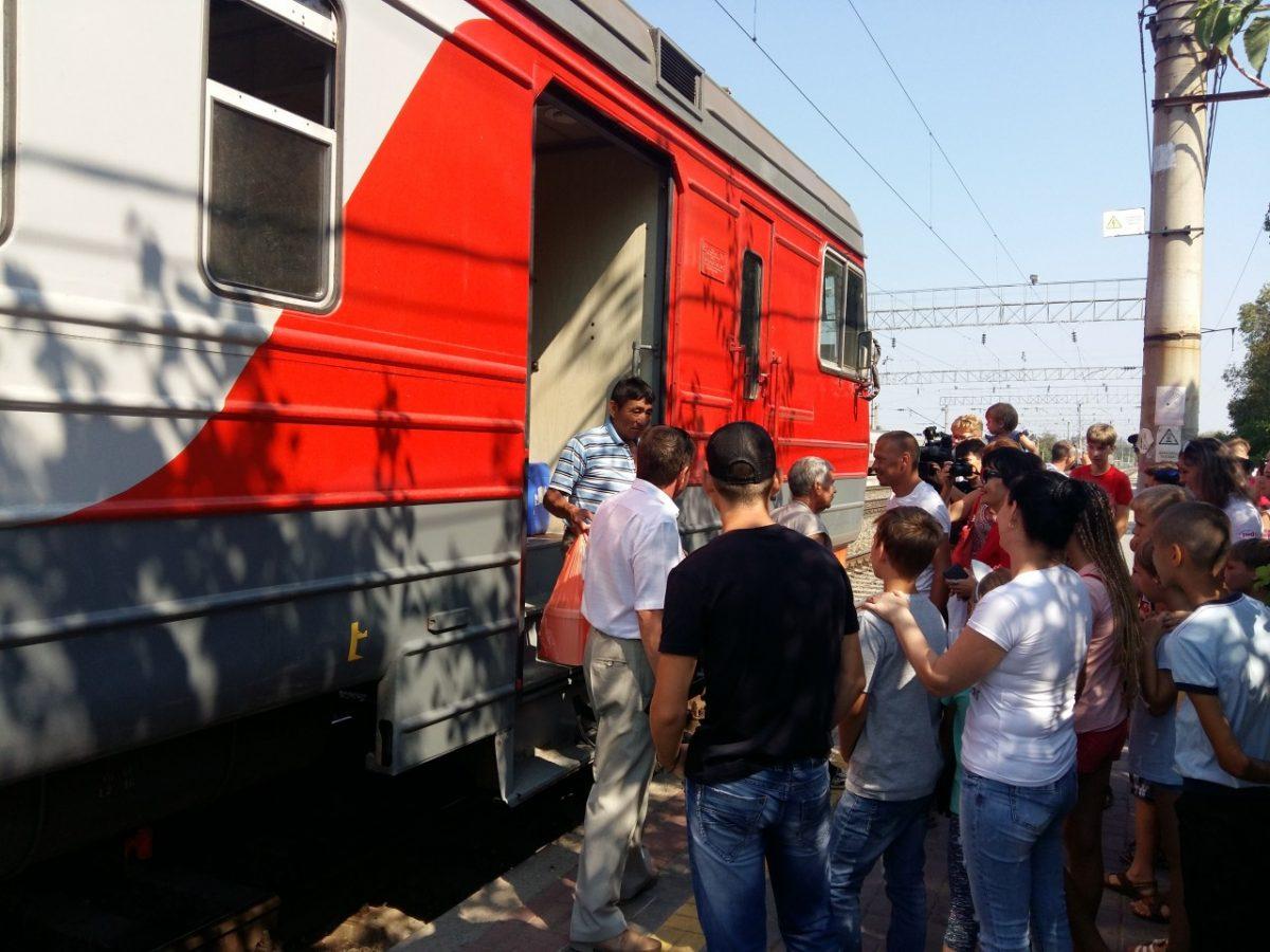Пассажирам пригородных поездов в Астрахани кинут деньги на баланс