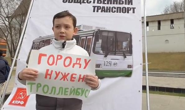 Астраханцы распилили троллейбус
