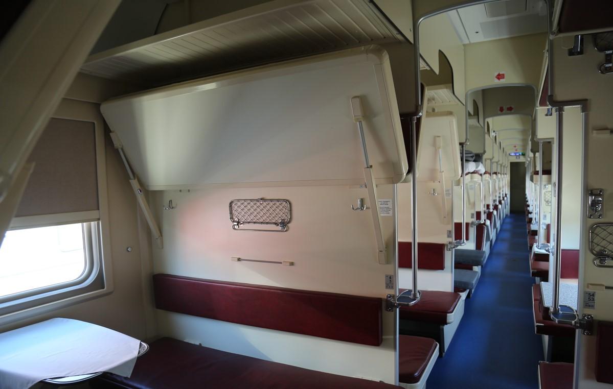 Астраханцам презентовали новые пассажирские вагоны