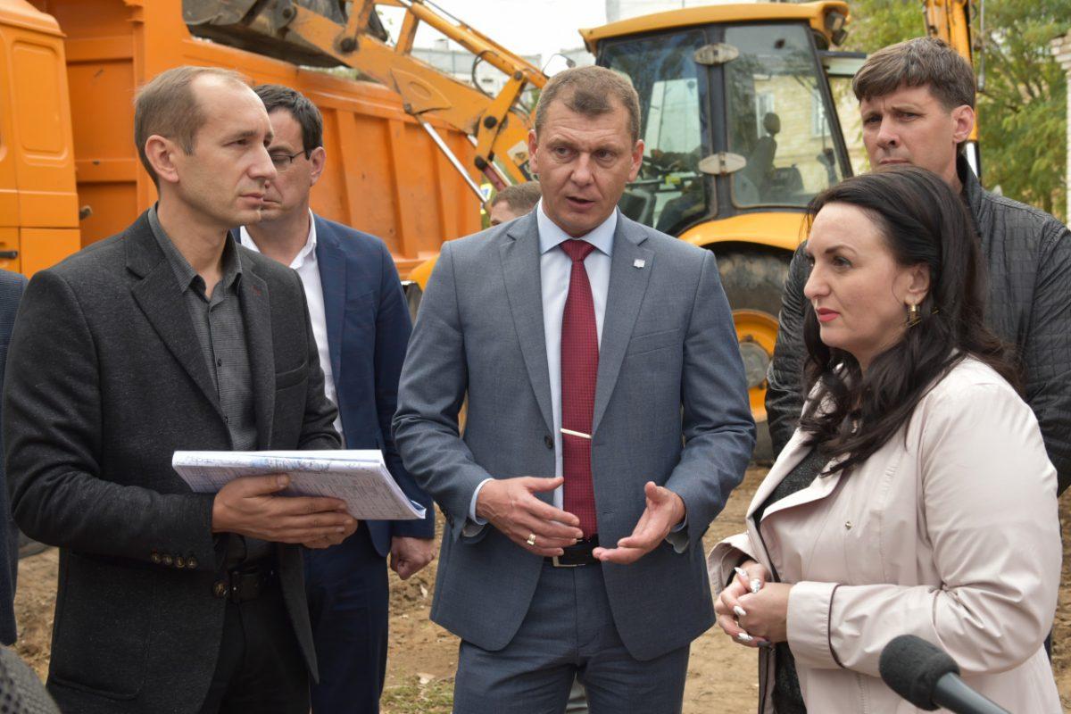 Первый день: Алена Губанова и Виктор Корженко провели выездное совещание