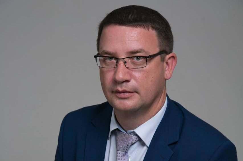 Глава Икрянинского района покинул свой пост
