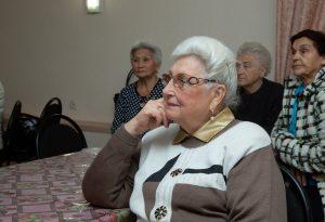 Астраханских пенсионеров отправили в мир виртуальных чудес