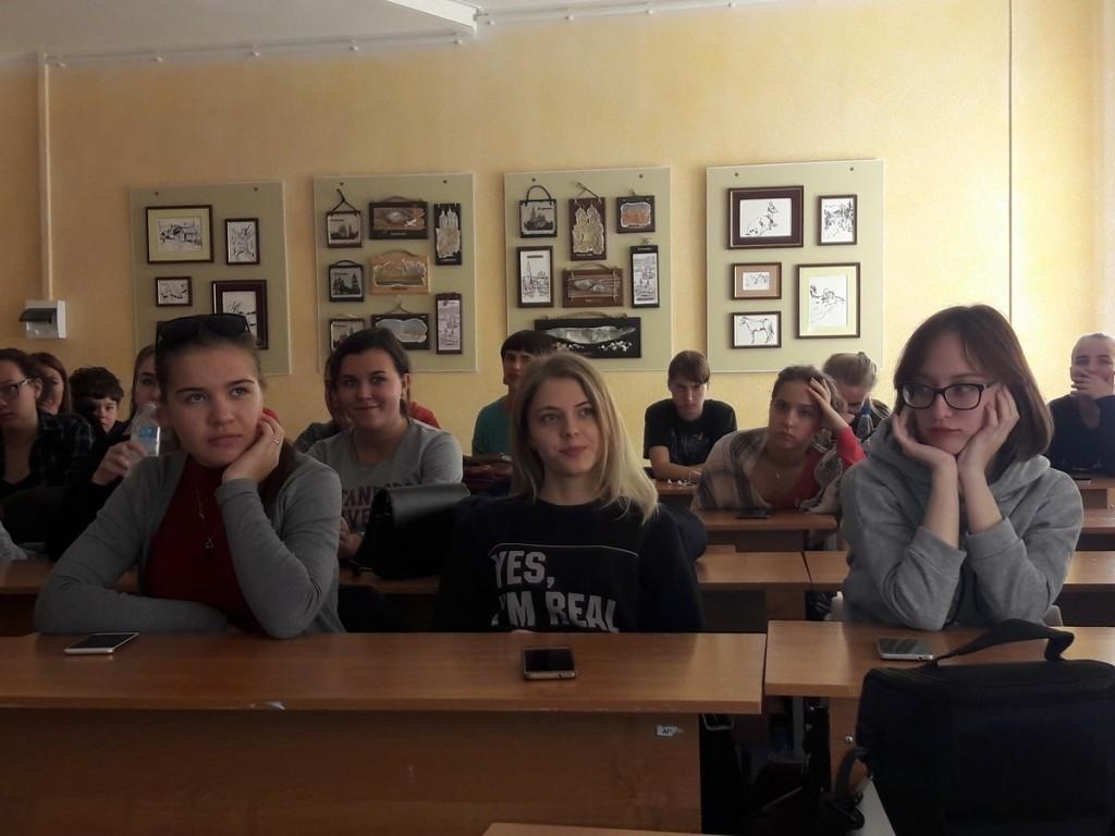 Подросткам из Астрахани откровенно рассказали о контрацептивах