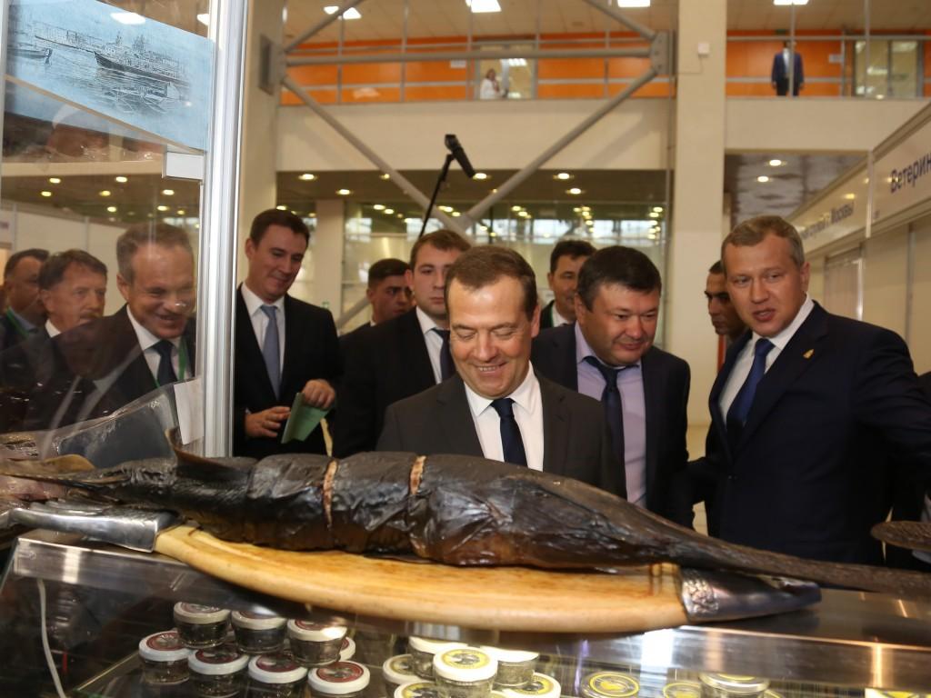 Дмитрий Медведев высоко оценил вид астраханских продуктов