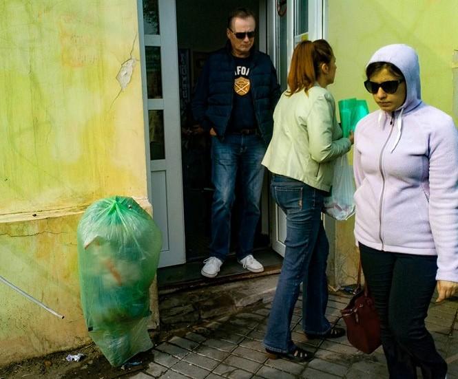 Владельцы магазинов в районе Больших Исад массово закрывают урны