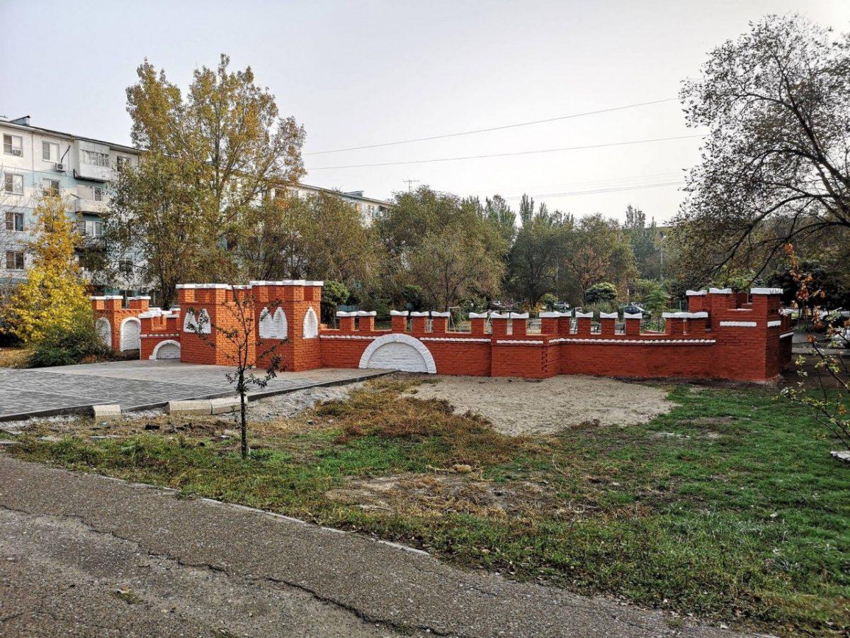 Отремонтирован легендарный детский городок на Савушкина