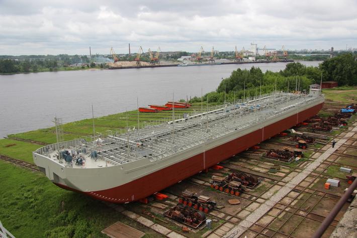 «Днище с подзором»: завод «Лотос» построит две новые баржи