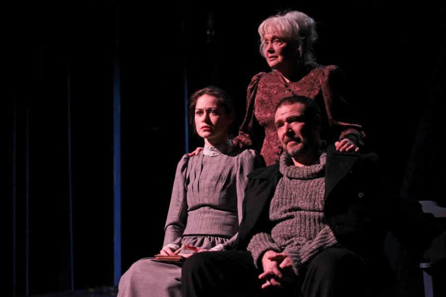 Рецензия на постановку о Льве Толстом без Льва Толстого, но с алкоголем