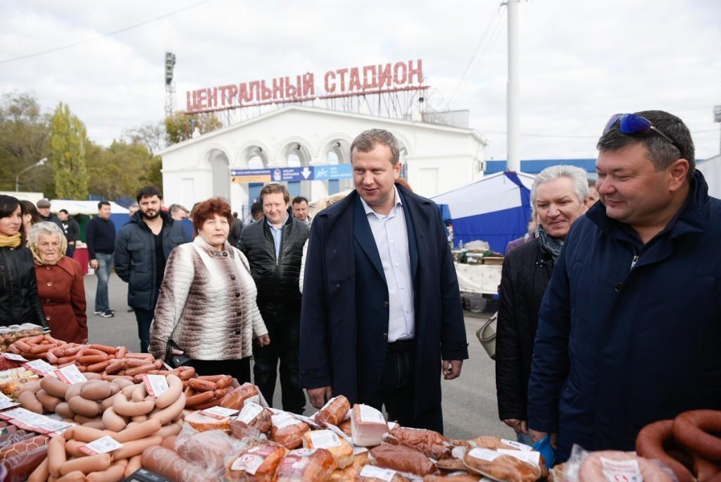 Сергей Морозов пообщался с астраханцами на ярмарке