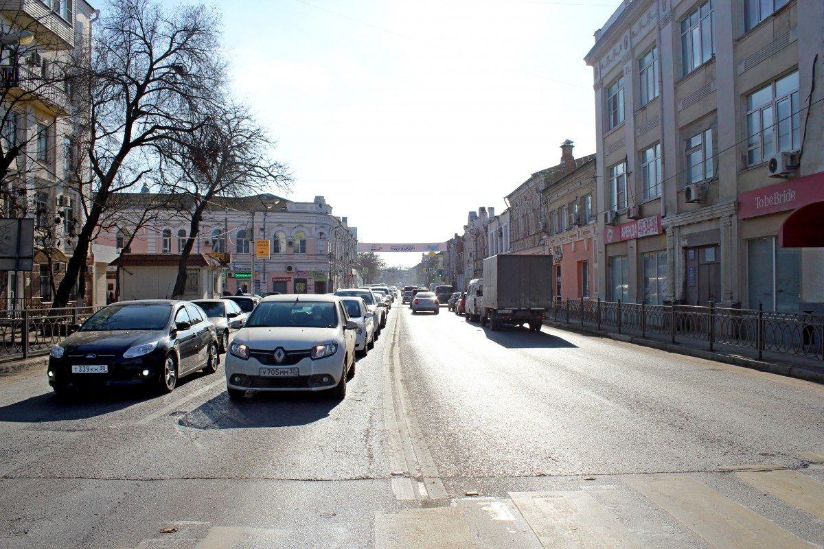 Состояние дорожного хозяйства Астрахани назвали самым худшим в стране