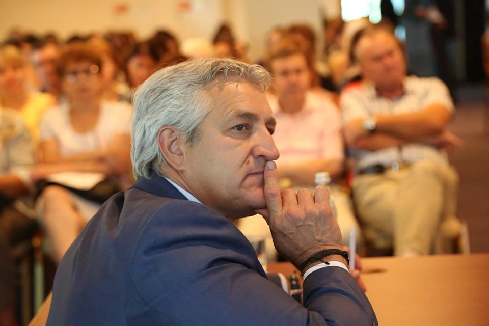 У Леонида Огуля «украли» идею запрета на продажу газировки