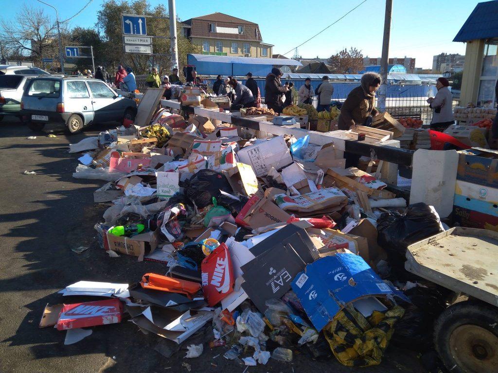 На рынке Большие Исады мусора стало еще больше
