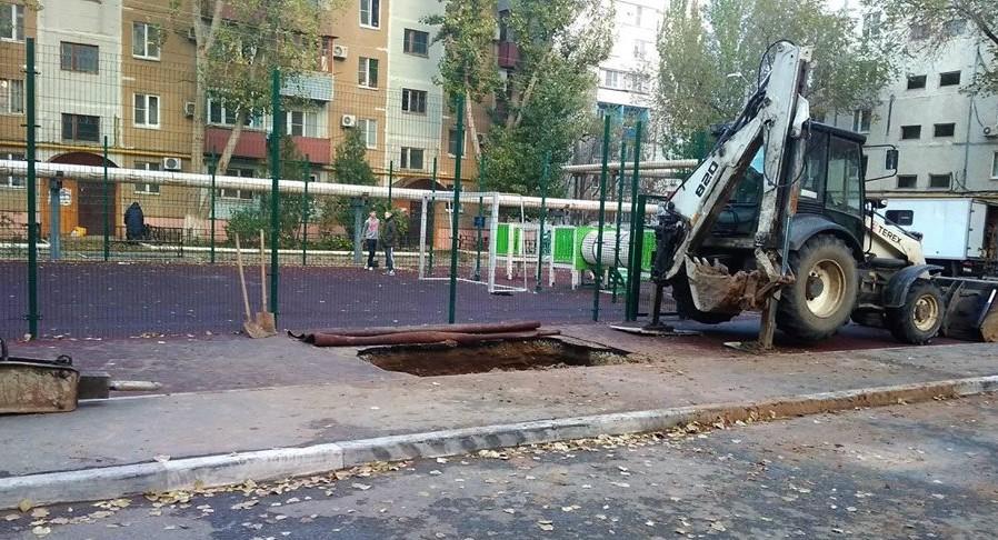 Благоустроенные дворы в Астрахани быстро приходят в негодность