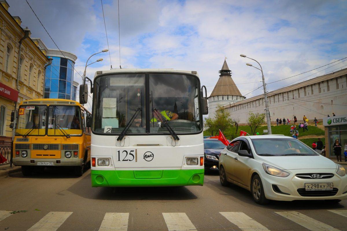 Астрахань сегодня: троллейбусов и больших автобусов нет, а пробки остались