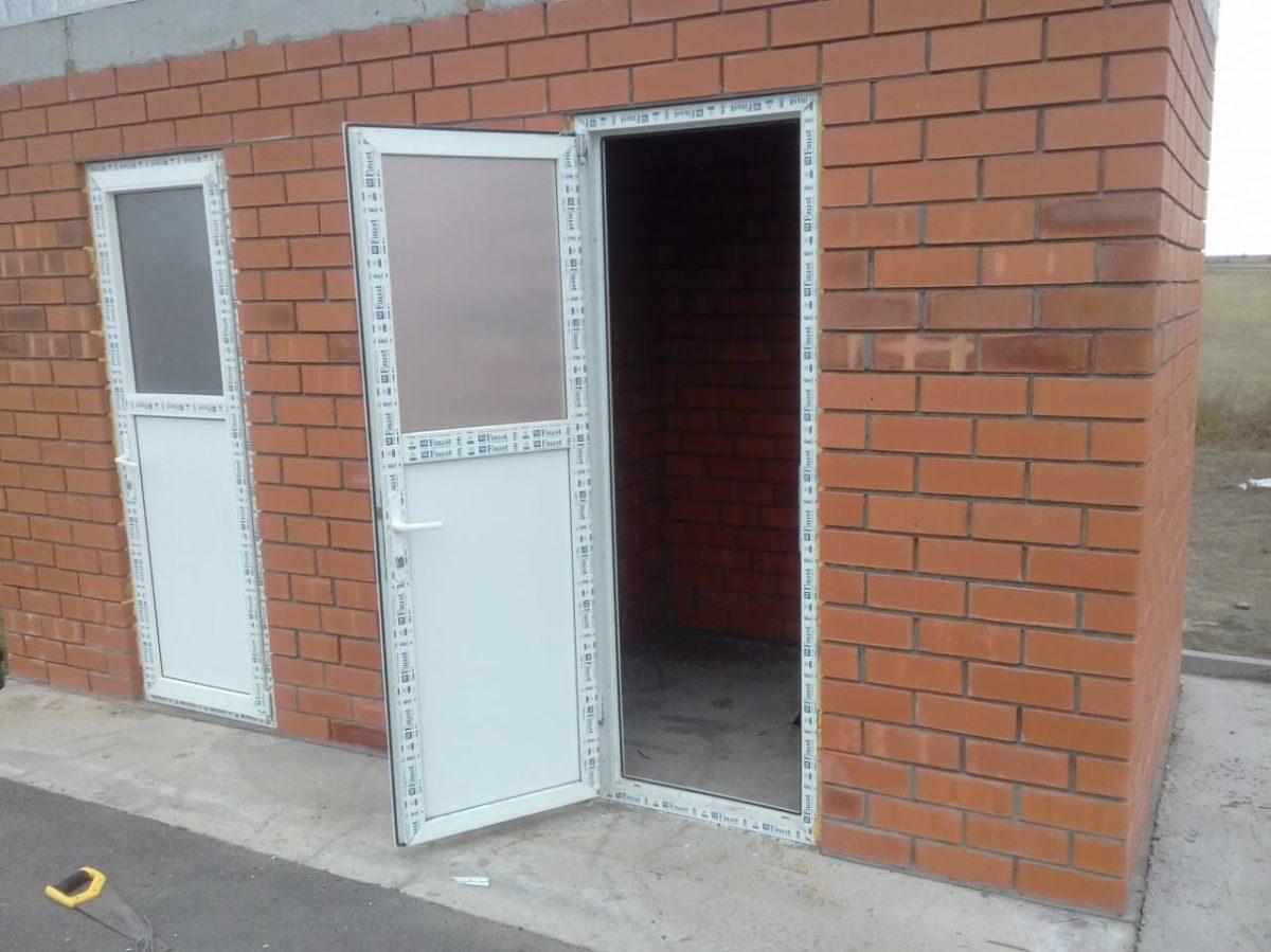 Вандалы совершили дерзкий налет на придорожные туалеты