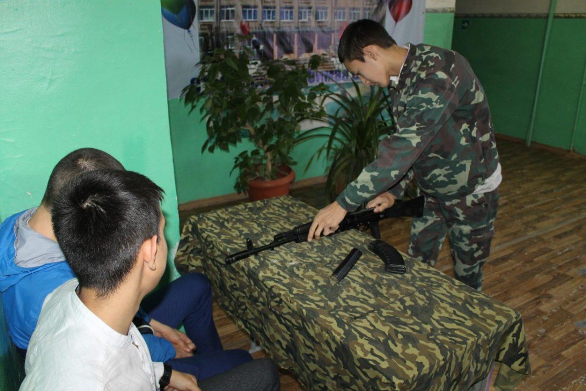 Школьникам Приволжского района рассказали об армии