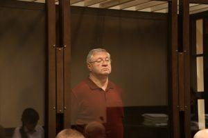 Сенатор Башкин выступил против «клеток» для подсудимых в судах