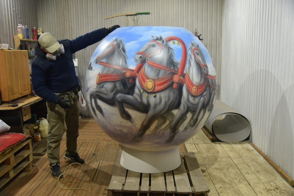 В Астрахани установят трехметрового снеговика