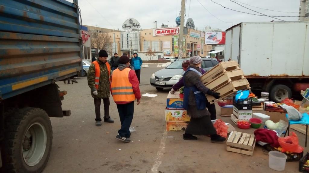Советский район Астрахани зачищали от нелегальных торговцев