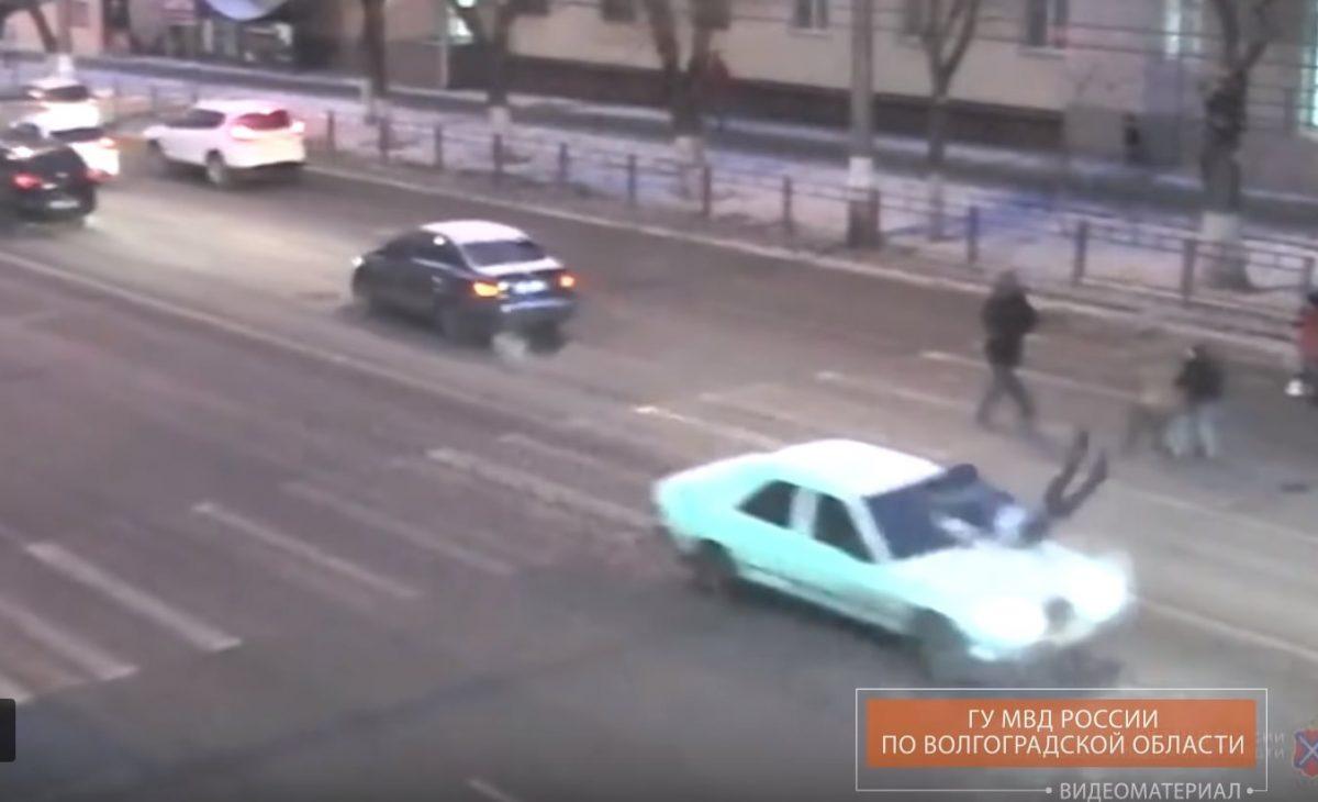 Астраханец сбил школьника в Волгограде и даже не остановился