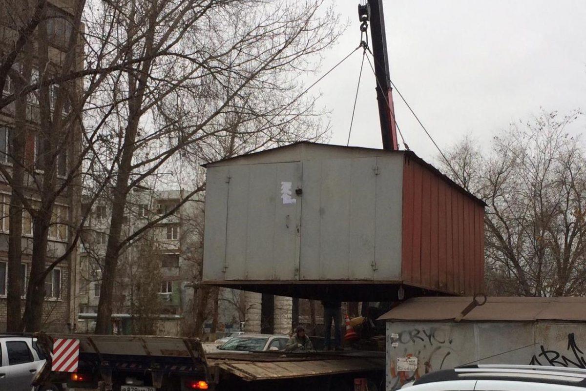 Ради новой дороги до ЖК «Времена года» вывозят незаконные гаражи