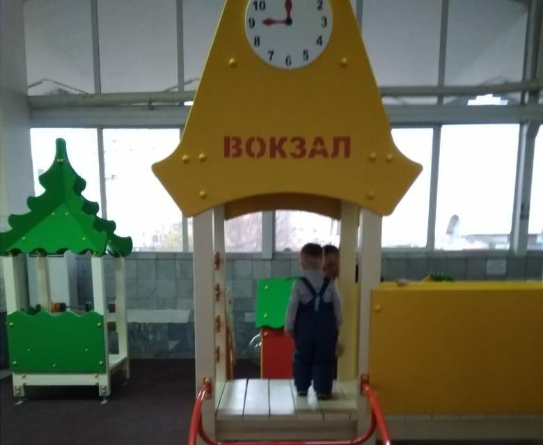 На астраханском вокзале появилась детская площадка