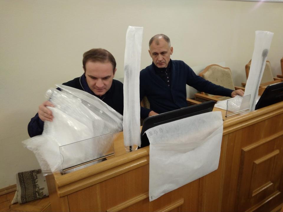 В астраханской областной думе устанавливают новую аппаратуру для голосования