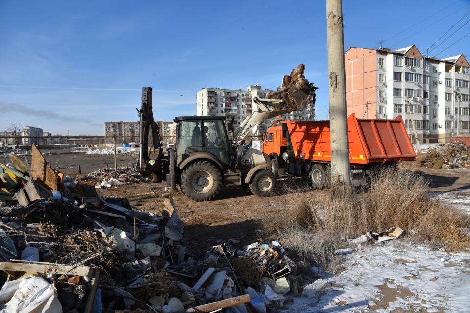 В Кировском районе пытаются ликвидировать свалку на месте ильменя
