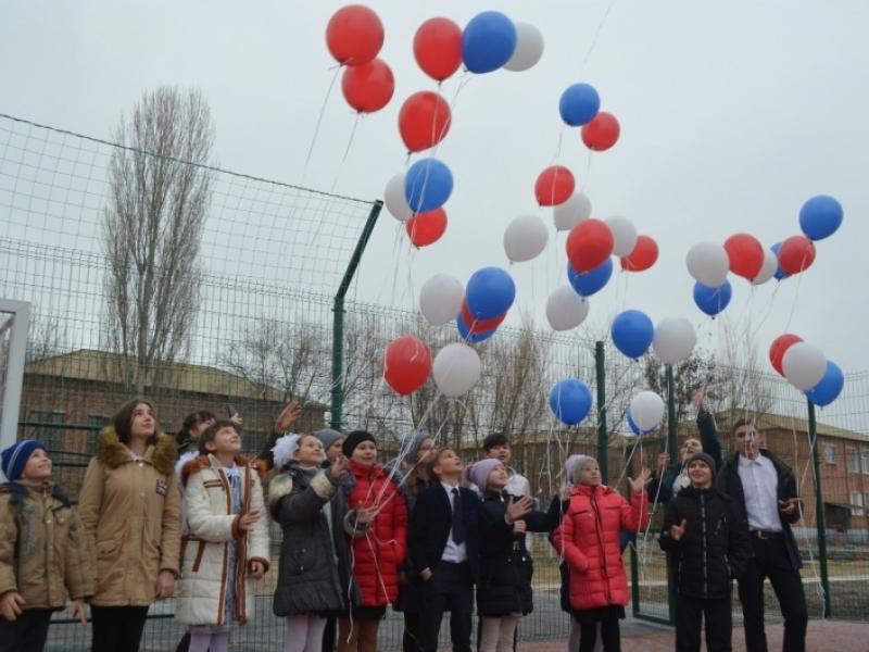 В астраханских сельских школах открывают спортплощадки