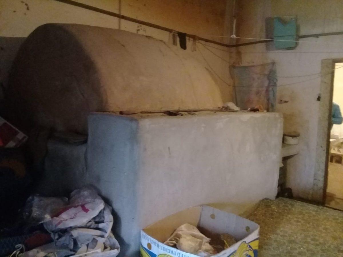 Хлеб на одной из подпольных пекарен Астрахани выпекали в жутких условиях