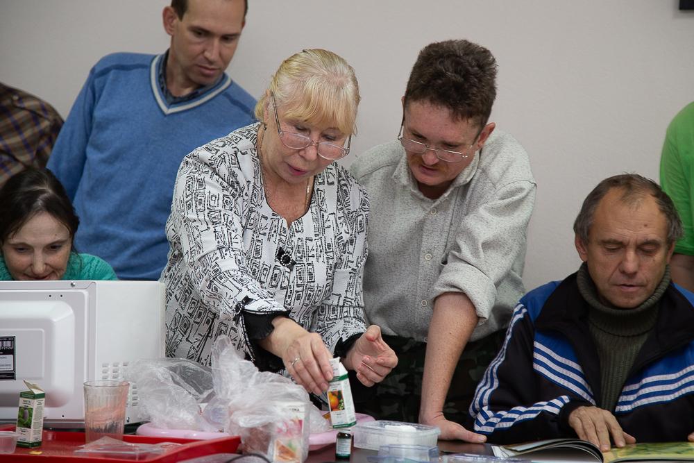 Астраханские пенсионеры учат варить мыло