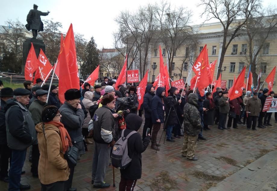 В центре Астрахани митинговали против правительства