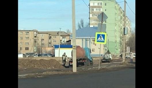 «Черные» ассенизаторы продолжают сливать нечистоты на улицах Астрахани