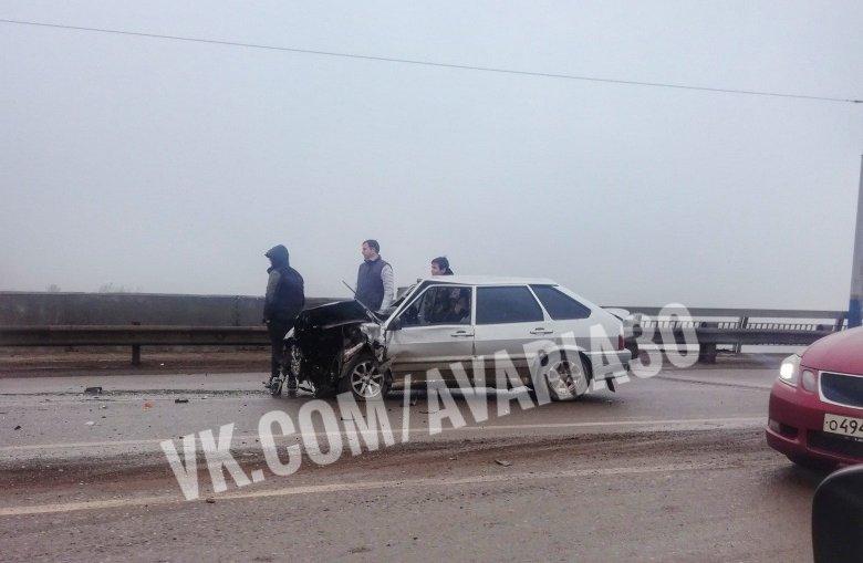 Массовая авария произошла в Астрахани на Новом мосту