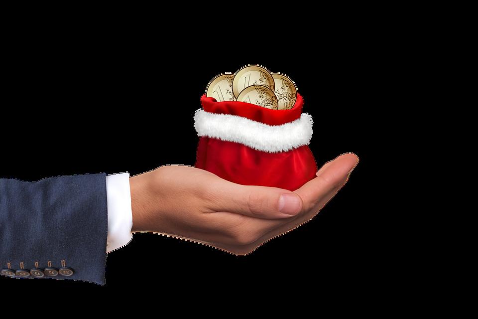 Врачам и учителям запрещают принимать подарки