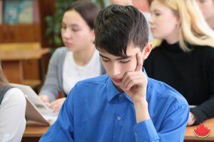 Сергей Морозов пригласил к себе героя, спасшего шестиклассника на льду