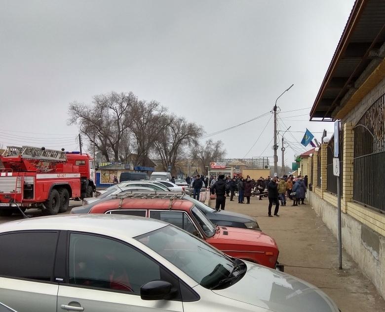 В Астрахани эвакуируют больницы и административные здания