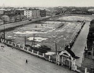 Фото дня: каким был стадион в 50-х у астраханского кремля