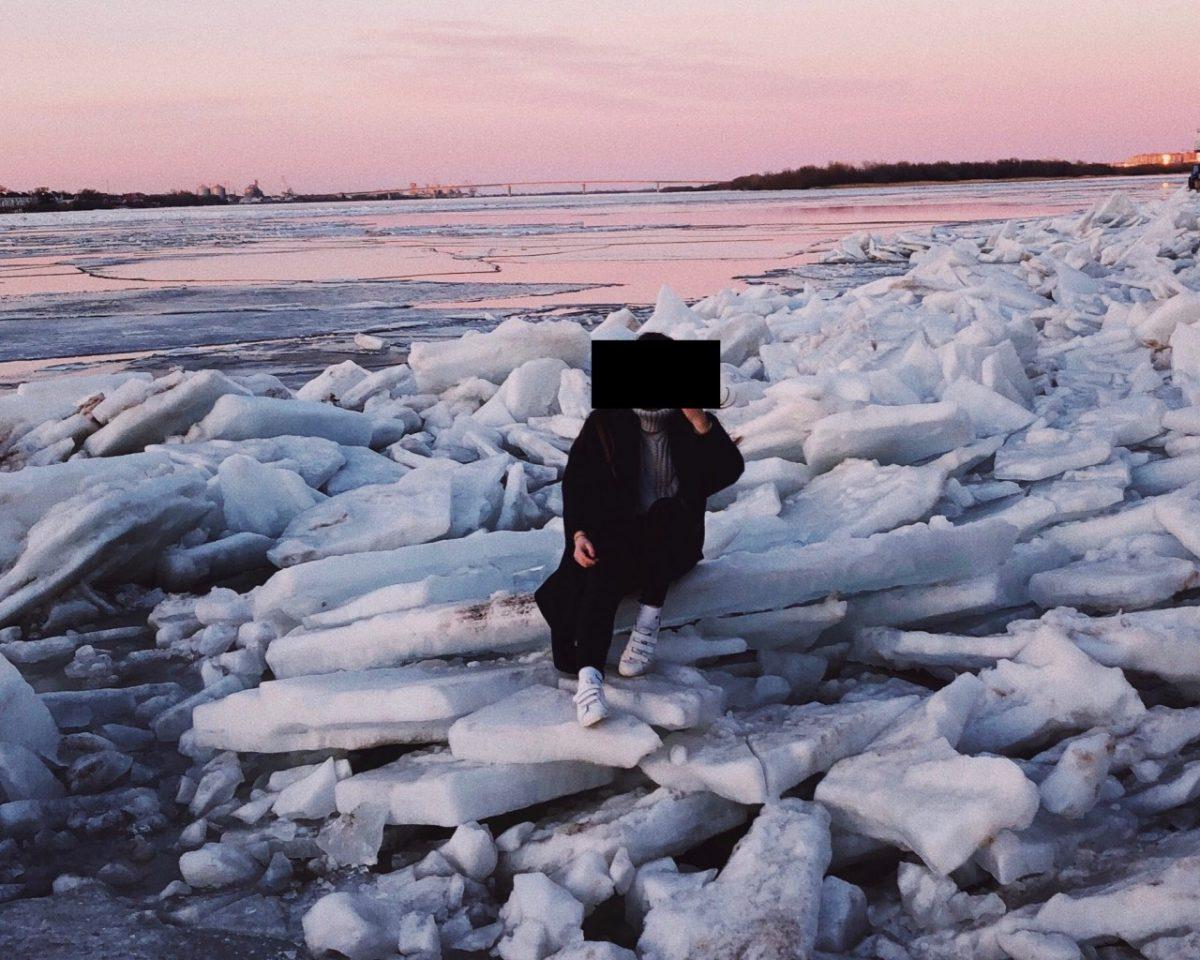Астраханцы выходят на опасный лед ради красивых фоточек